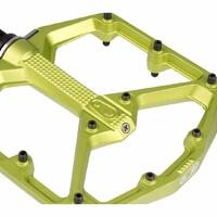 No paramos de admirar esta belleza. Pedal Stamp 7 Large de Crankbrothers. Destacan por ser planos, finos (11-13 mm) y ligeros.   Tienen la superficie perfecta para practicar Enduro. La plataforma es de aluminio forjado, muy robusto y ligero. El eje es de acero cromo molibdeno para aumentar su resistencia. Esta versión Large tiene una plataforma de 114 x 111 mm, perfecta para los riders con un número de pie entre el 43 y el 49 (tallas europeas).  Disponible en nuestra tienda BICIMUNDO  Precio $165.900  #bicimundo #bicimundochile #crankbrotherschile #stamp7 #pedal