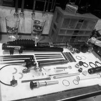 Dale el cariño que se merece a tu suspensión Lefty!  Los mecánicos de Bicimundo son expertos, profesionales y apuestos (esto último es cuestionable 🤣).  Reserva hoy tu servicio técnico al WhatsApp +569 9952 9904  #bicimundo #serviciolefty #cannondalelefty #reservatuhora