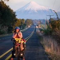 Volcán Osorno 😍  #Repost @travelersclub_ir • • • • • • Repost @jack_venture_87 The woman i love, the road and the volcano Osorno  #biketravel #travelbybike #worldbybike #travelphotography #volcanosorno #discoverchile #fujifilmxt3 #fuji18135 #travelers_club_ir